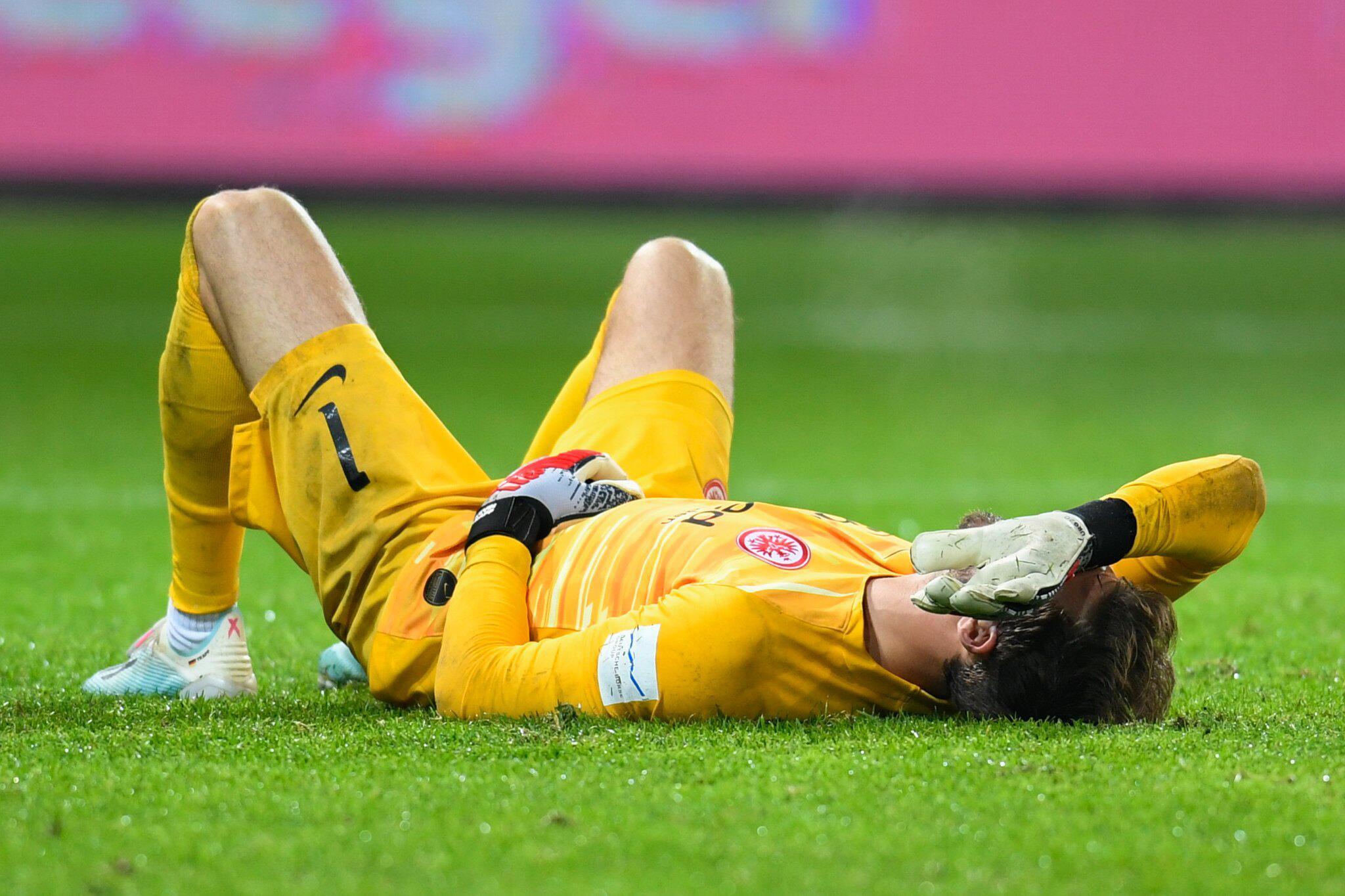 Bild zu Eintracht-Torwart Trapp fällt mit Schulterverletzung lange aus