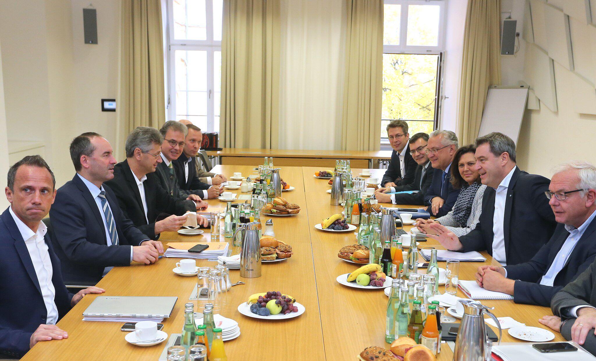 Bild zu Koalitionsverhandlungen zwischen CSU und Freien Wählern