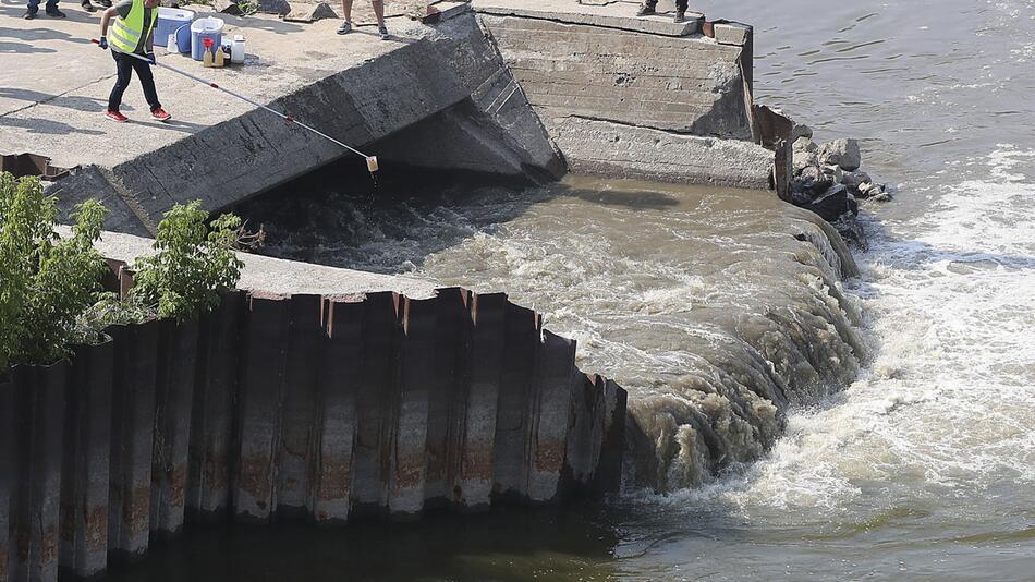 Warschauer Kanalisation - Abwasser fließt in die Weichsel
