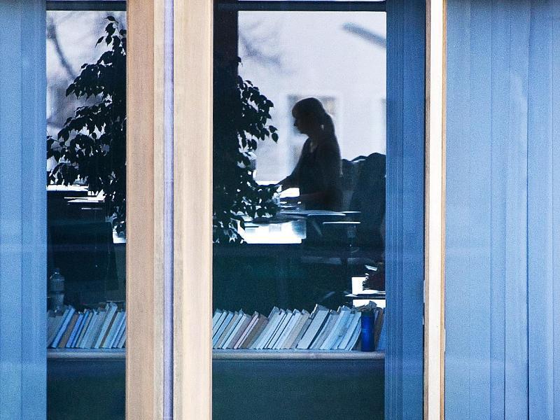 Bild zu Frau bei der Arbeit