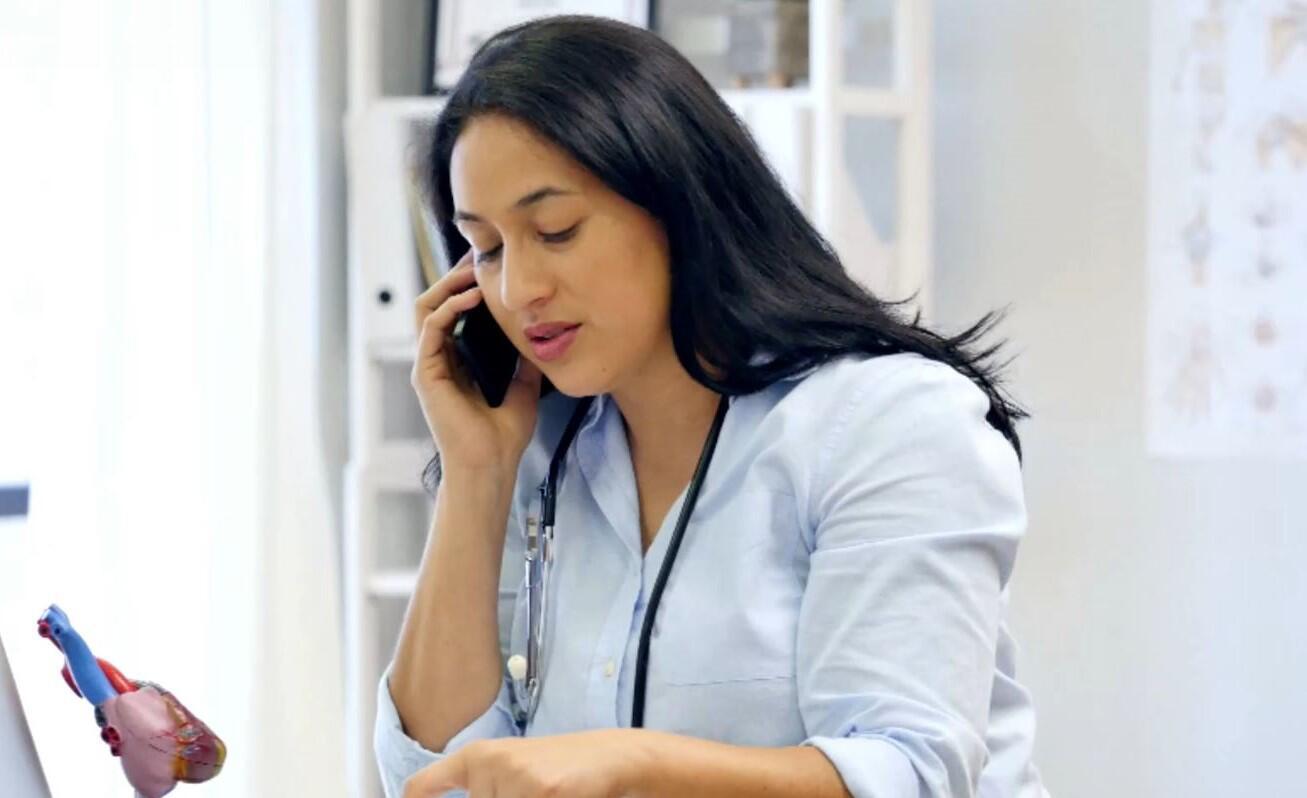 Bild zu Ärztin, Telefon
