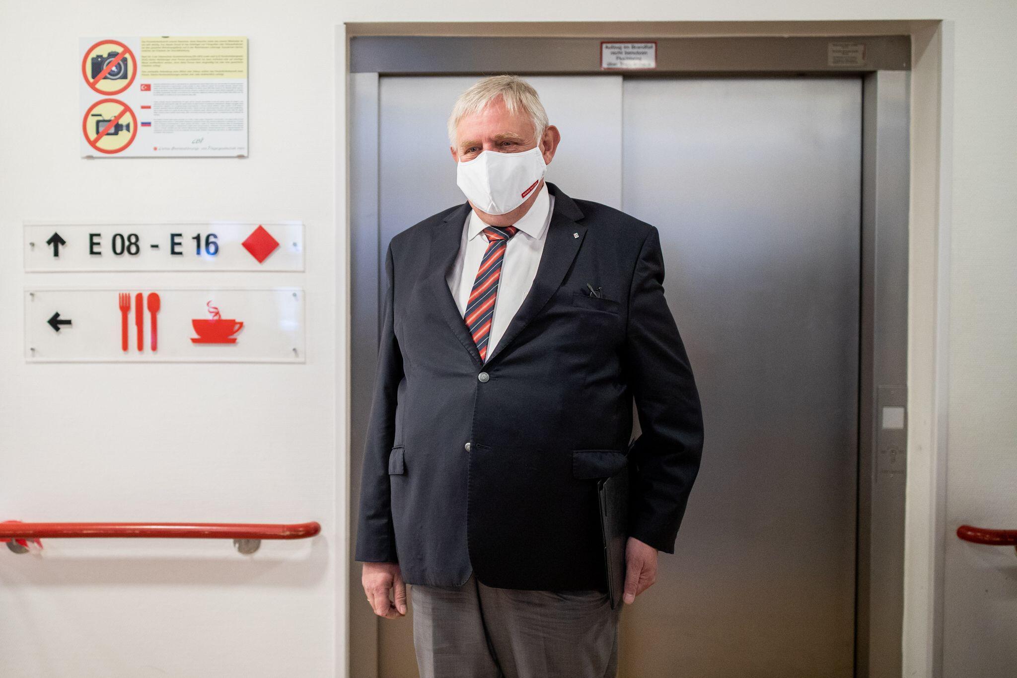 Bild zu Laumann besucht Pflegeheim