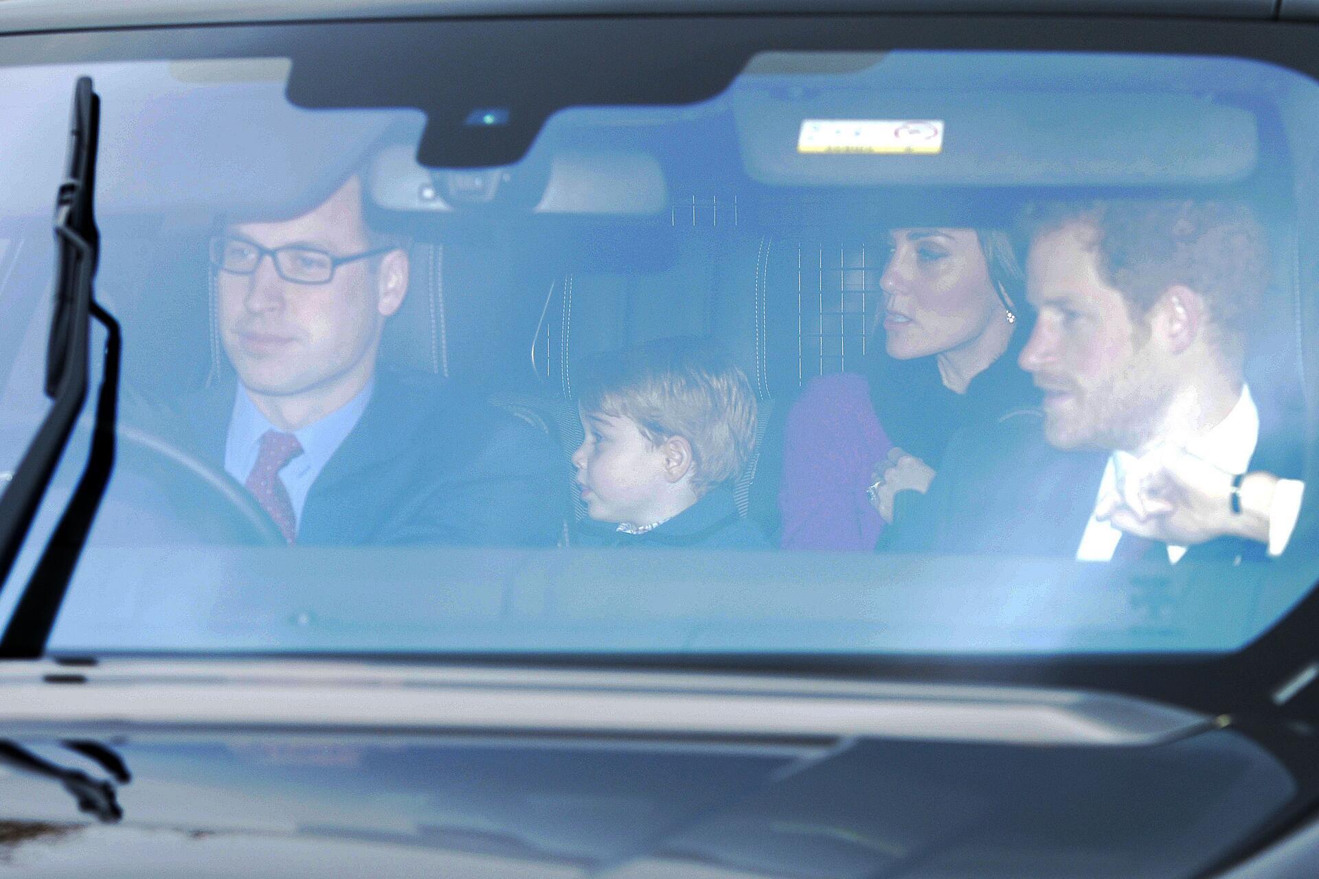 Bild zu Prinz William, Prinz Harry, Herzogin Kate, Prinz George, Auto