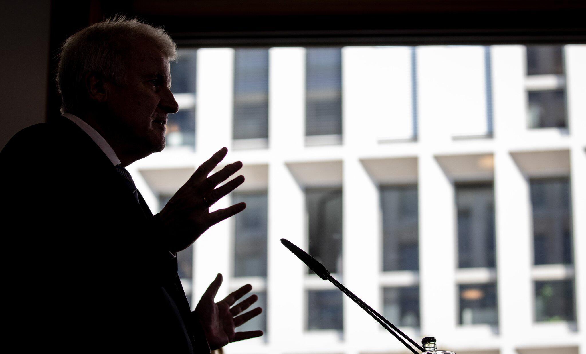 Bild zu Pressekonferenz, Horst Seehofer, Bundesinnenminister, Berlin, Kabinett
