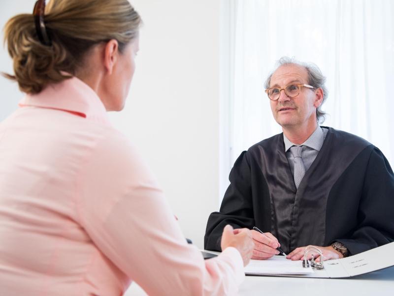Bild zu Gespräch mit dem Anwalt