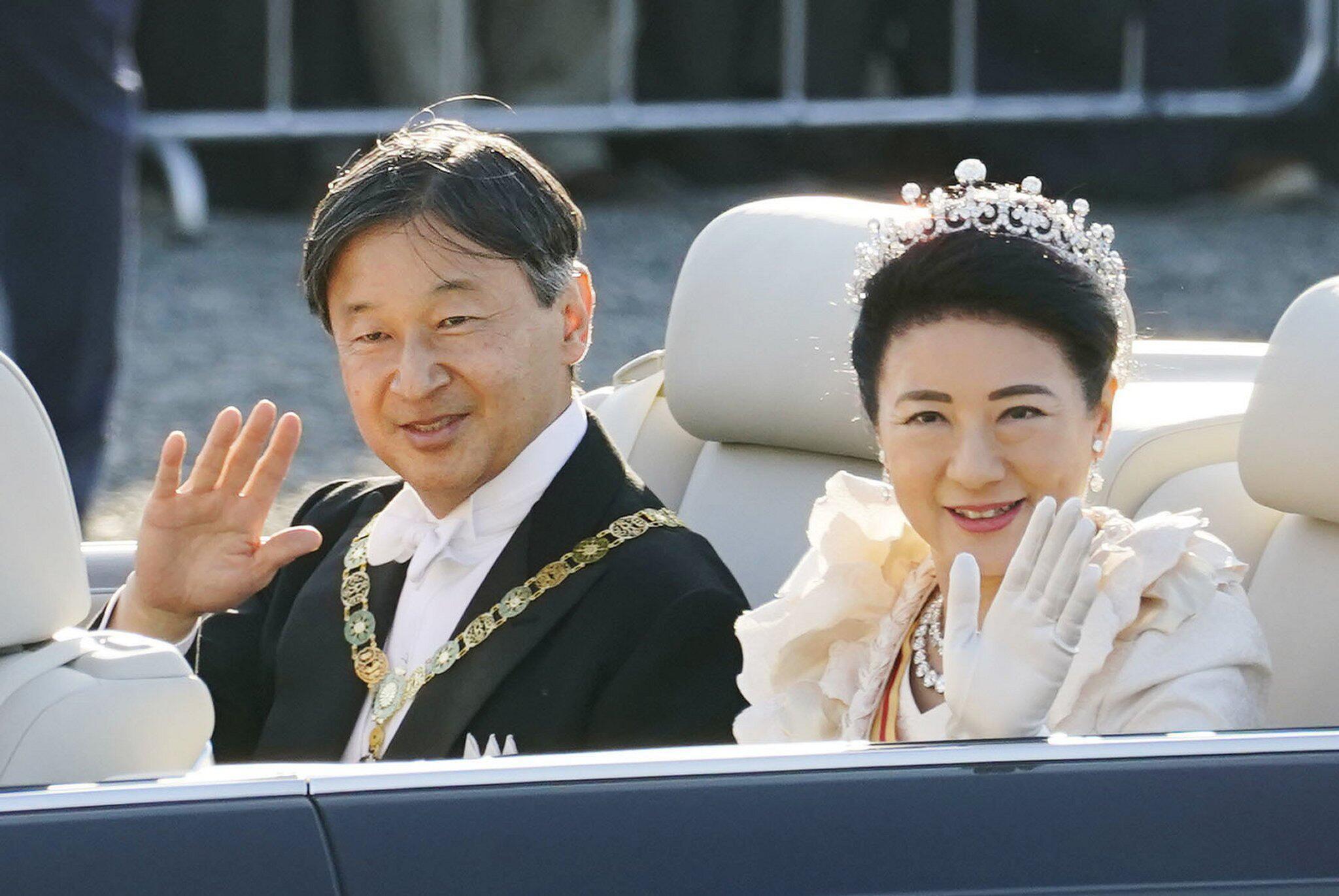 Bild zu Parade des japanischen Kaiserpaares
