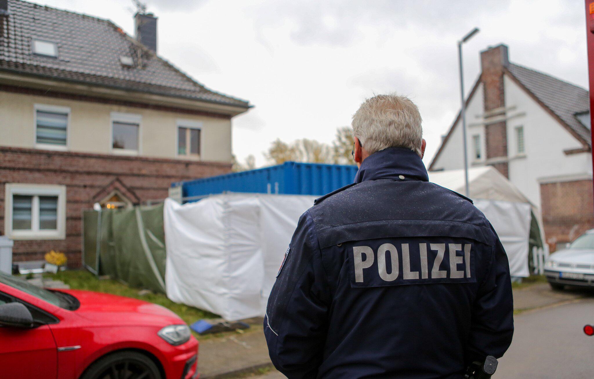 Bild zu Massenhafter Missbrauch in NRW - Haus eines Verdächtigen