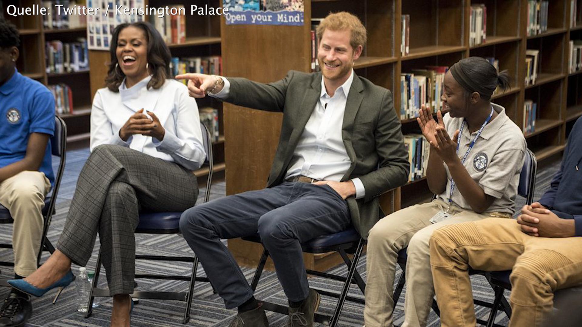 Bild zu Prinz Harry und Michelle Obama ueberraschen Studenten