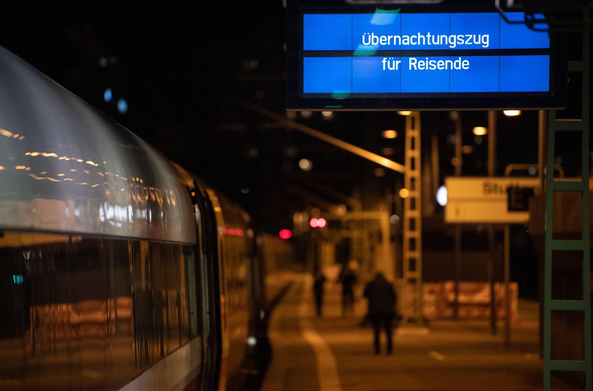 """Bild zu Sturmtief """"Sabine"""" - Hauptbahnhof Stuttgart"""