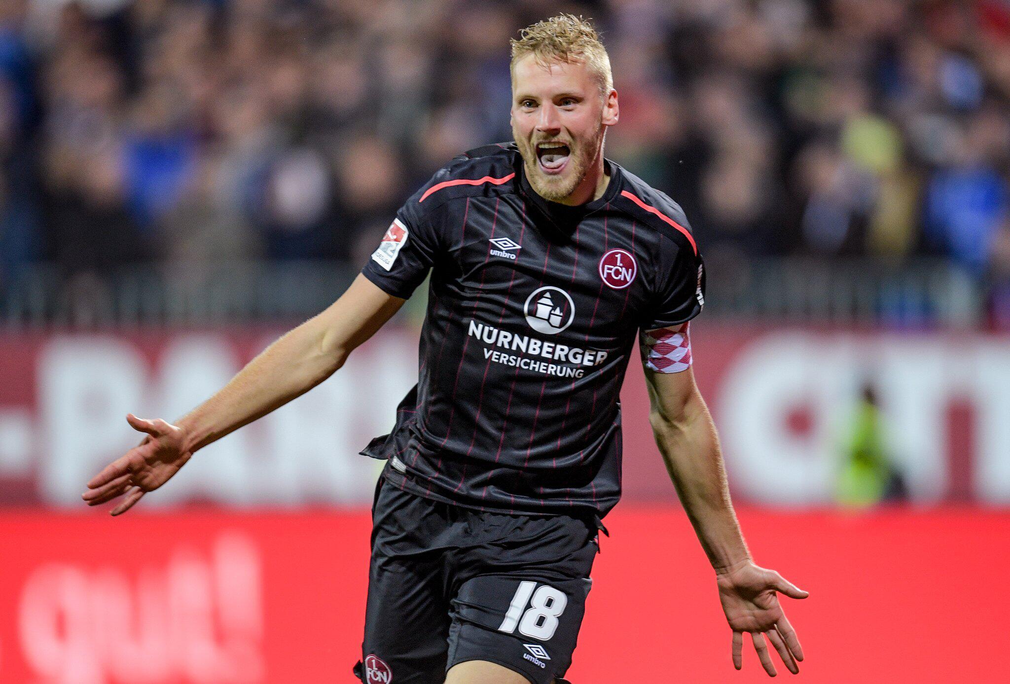 Bild zu Holstein Kiel - 1. FC Nürnberg, Hanno Behrens, 2. Bundesliga, Torjubel, 31. Spieltag