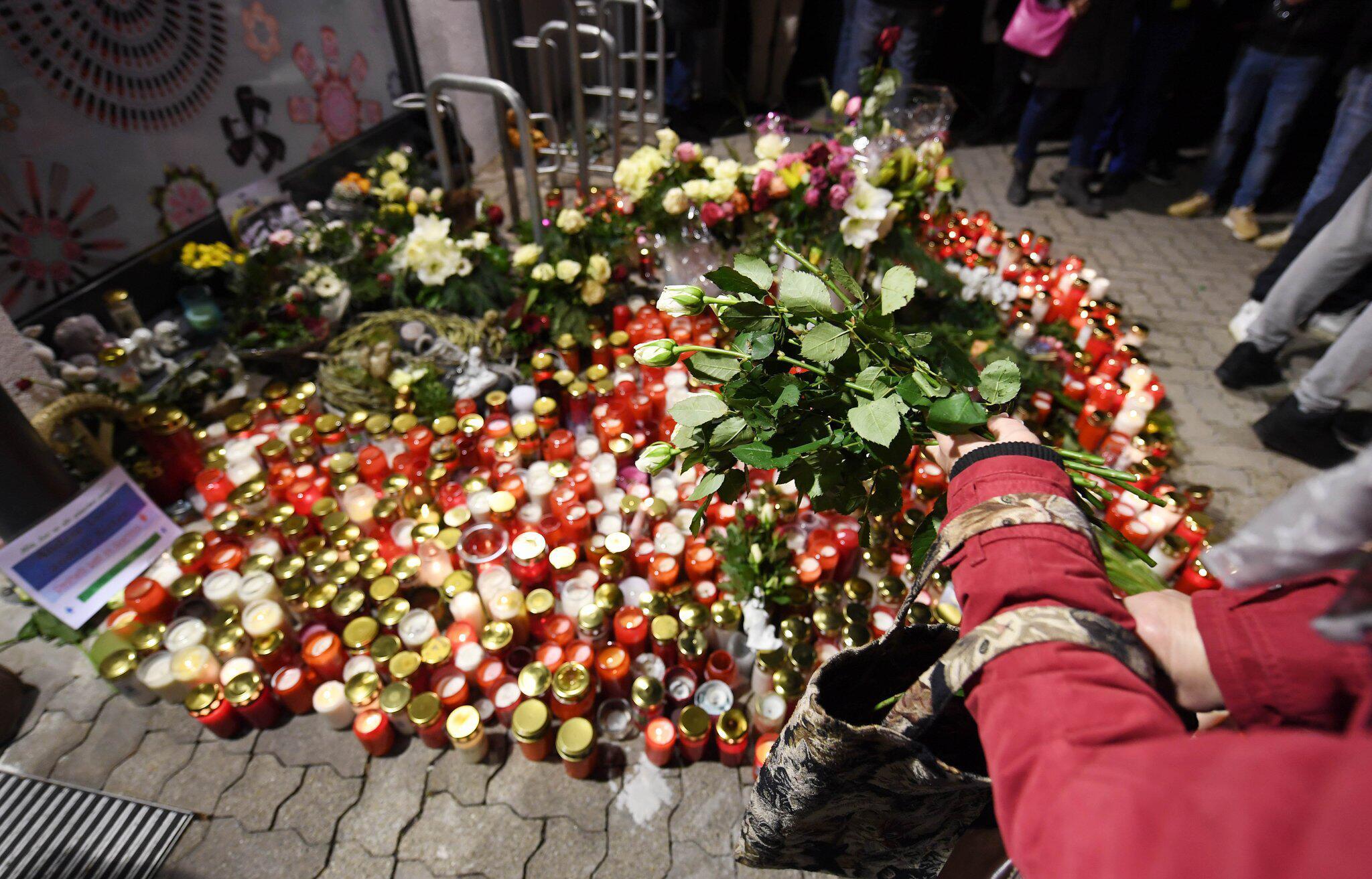 Bild zu Blumenmeer, Trauermarsch, Kandel, Messerstecher