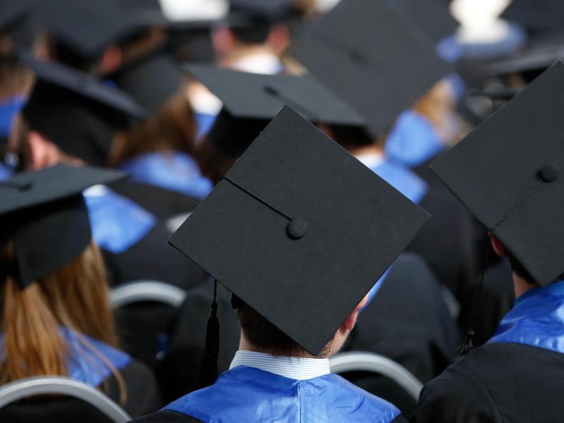Bild zu Absolventen