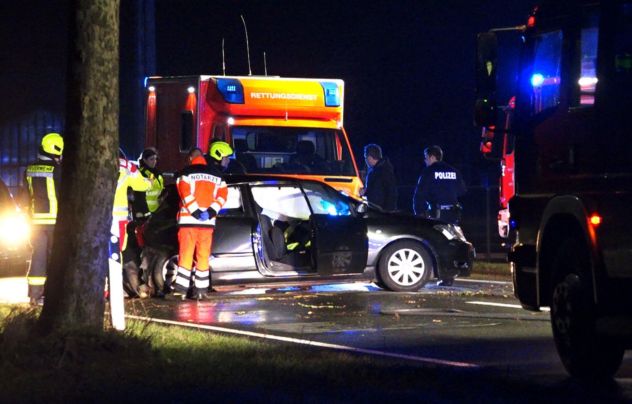 Bild zu Unfall mit sechs Jugendlichen - ein Toter, fünf Schwerverletzte