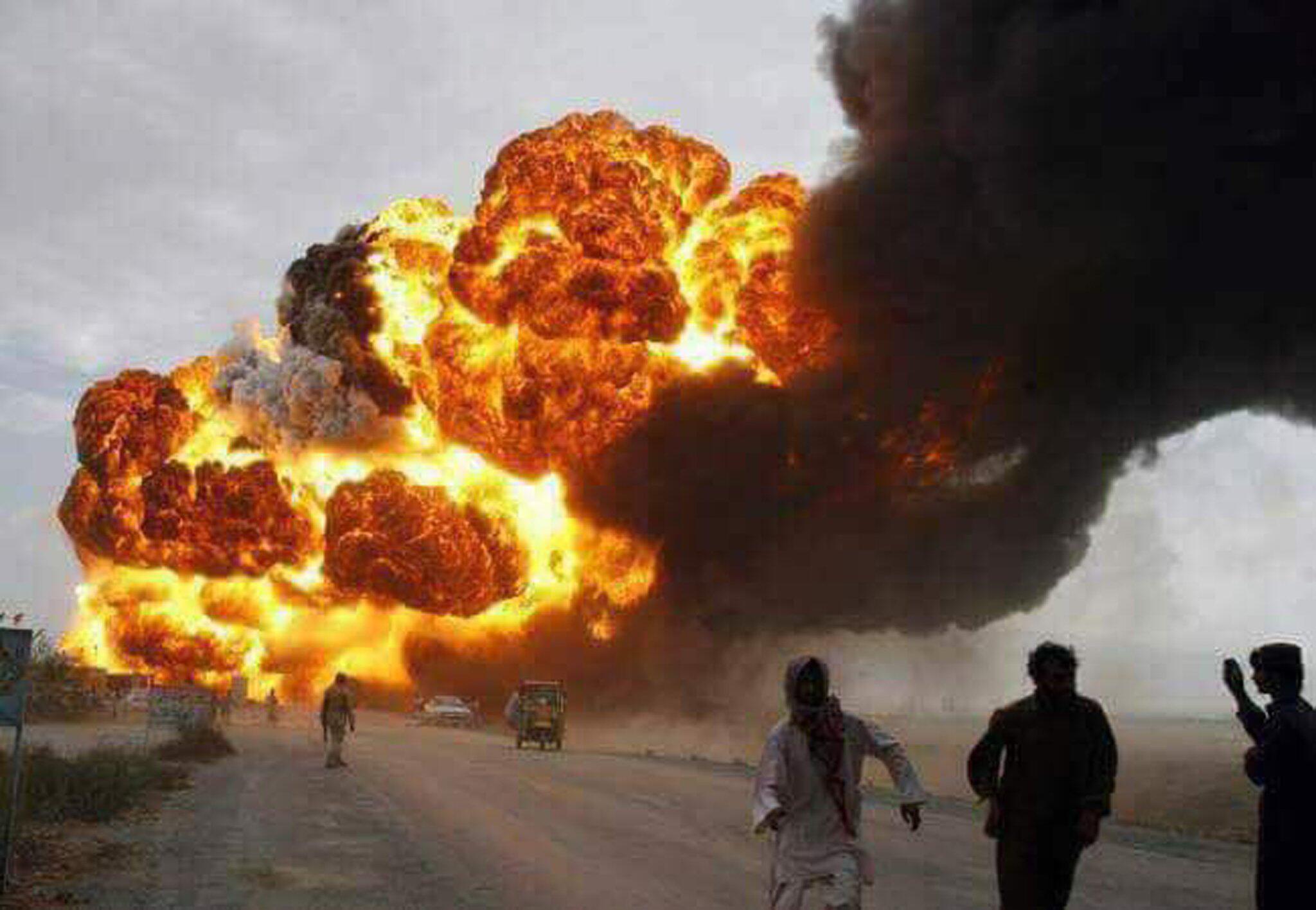 Bild zu Explosion eines Tanklasters in Pakistan