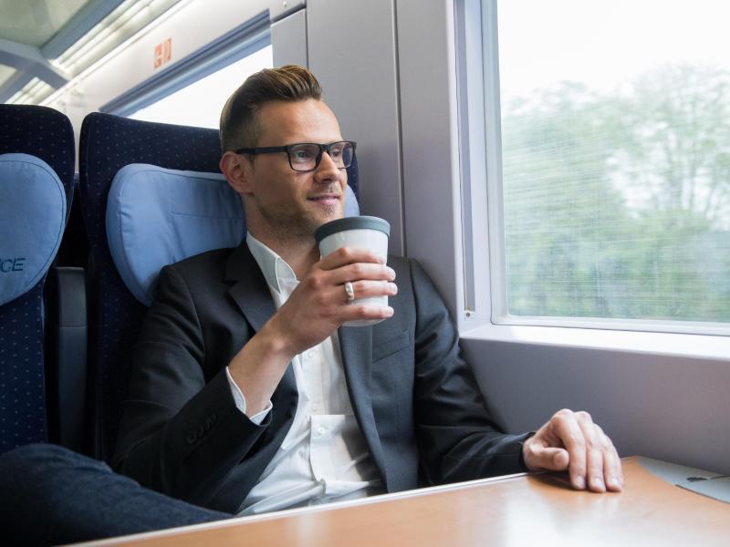 Bild zu Zugreisender