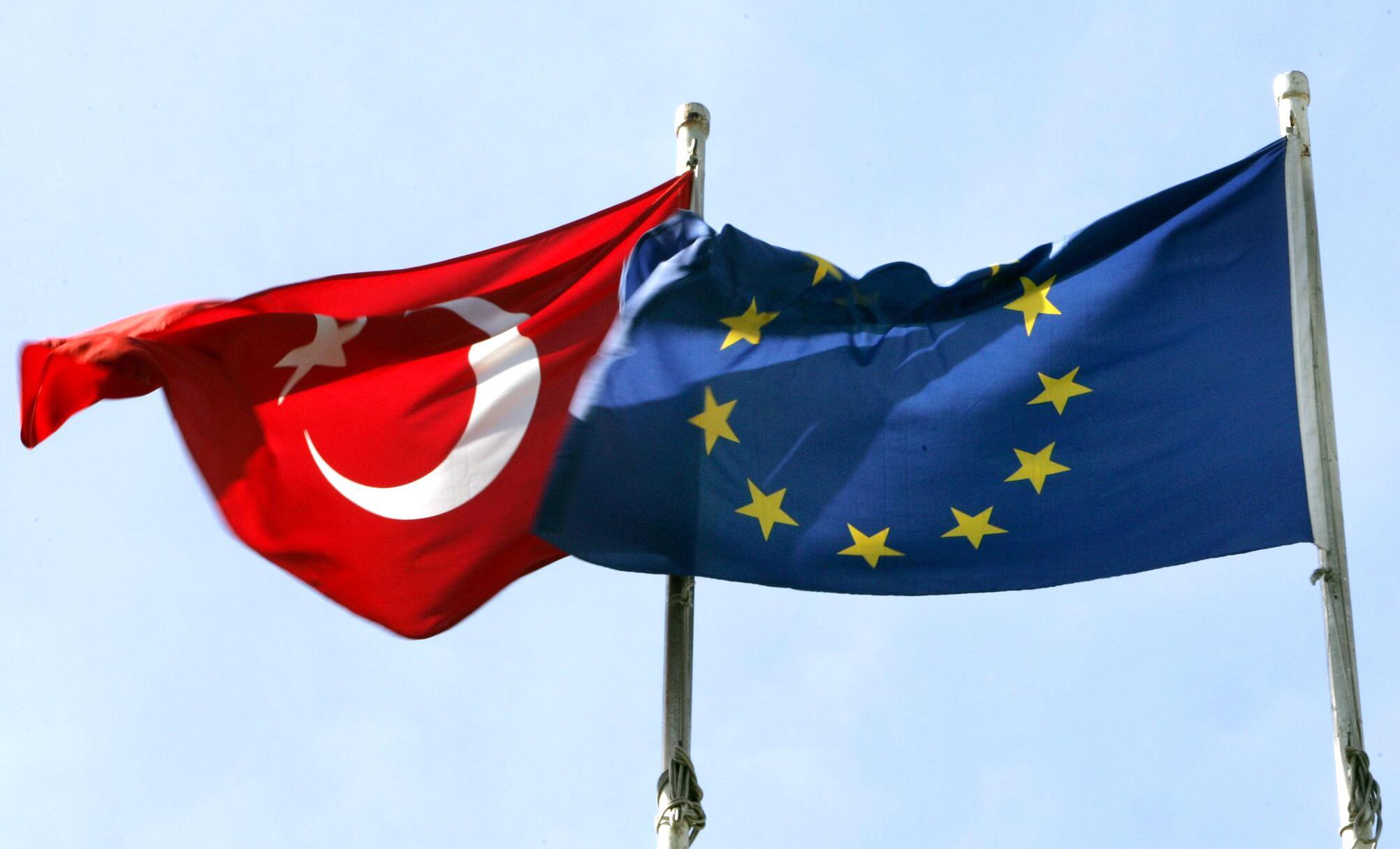 Bild zu Türkische und EU-Flagge in Istanbul