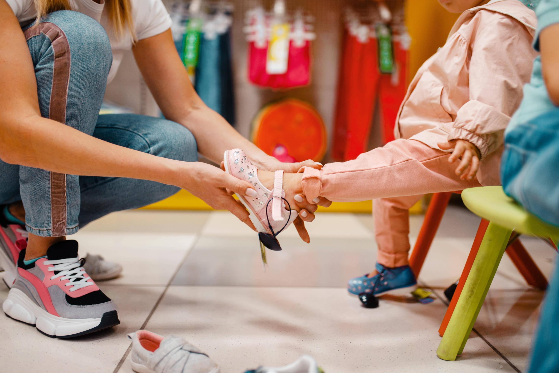 Bild zu Kinder, Schuhe