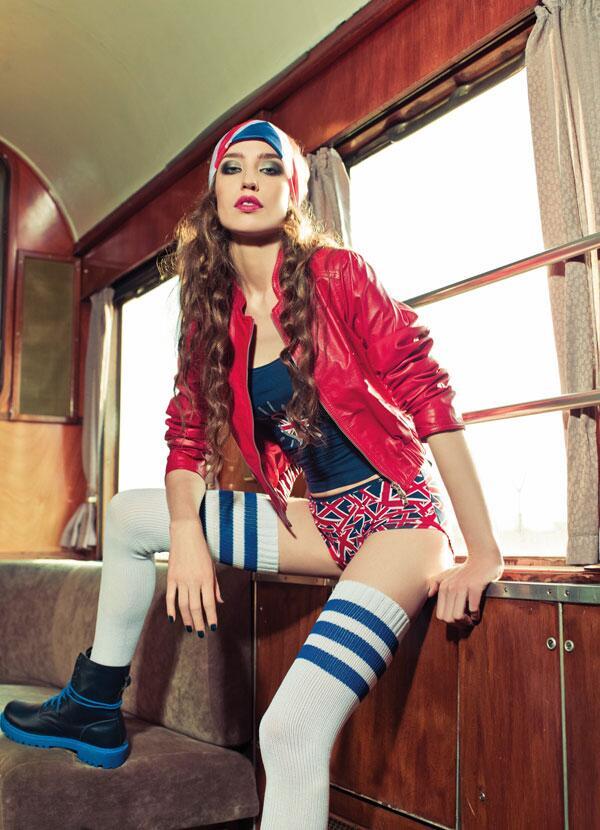 Bild zu Lizzy Jagger modelt für Skiny