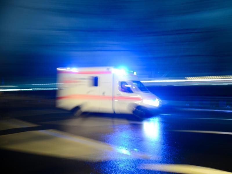 Bild zu Krankenwagen mit Blaulicht