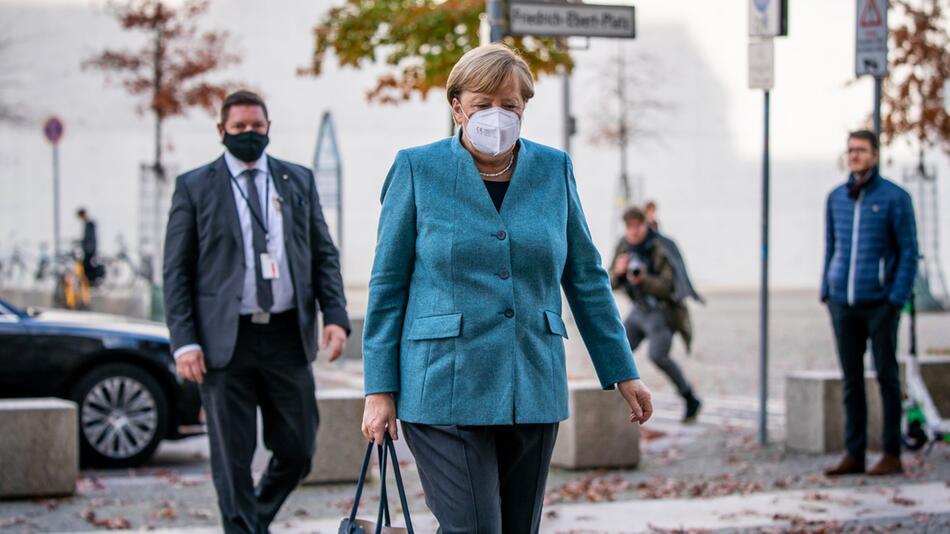 Merkel auf dem Weg zur Fraktionssitzung
