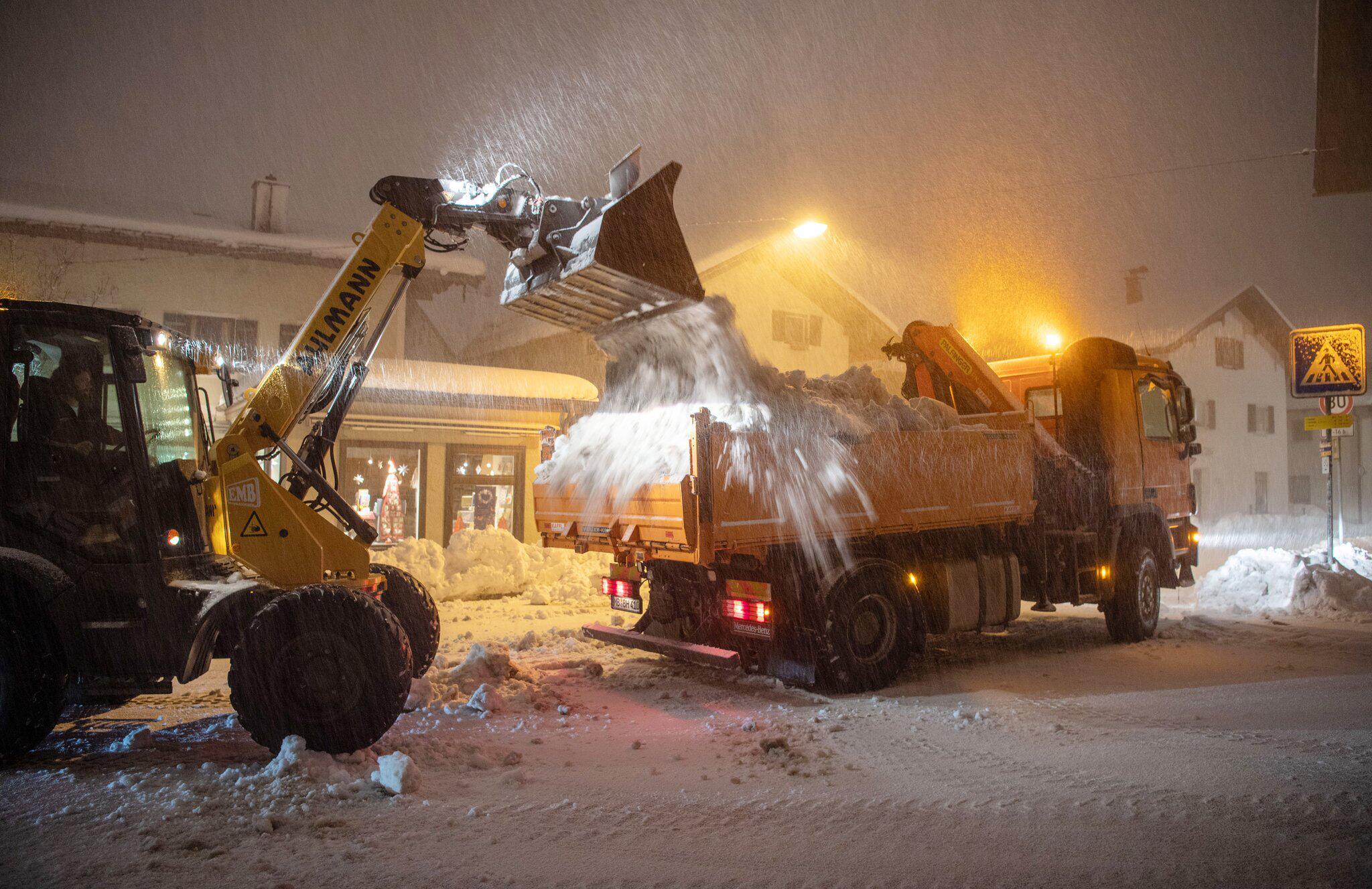 Bild zu Wetter Schneechaos