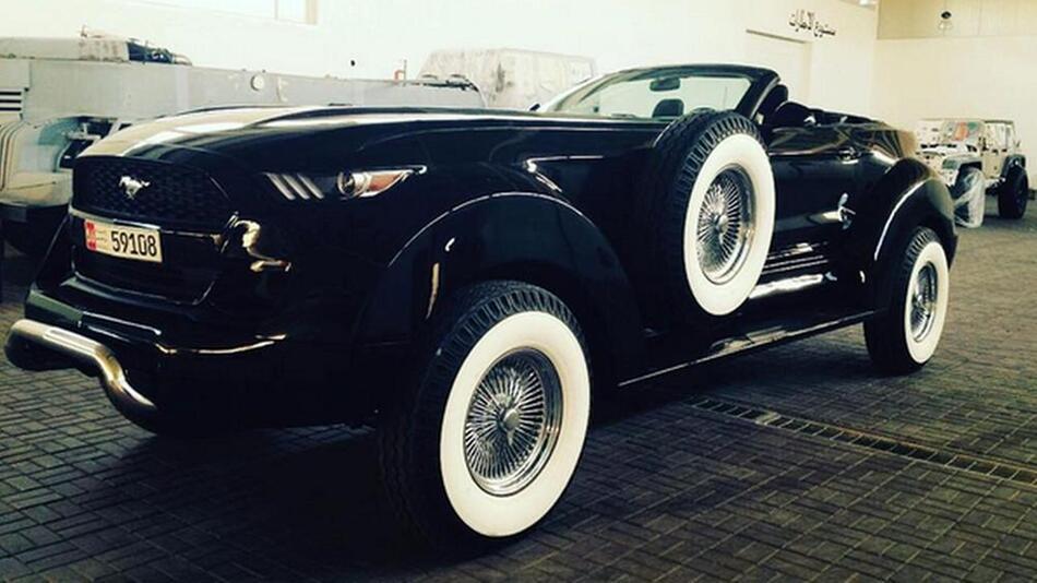 Ford Mustang vs Dodge Ram