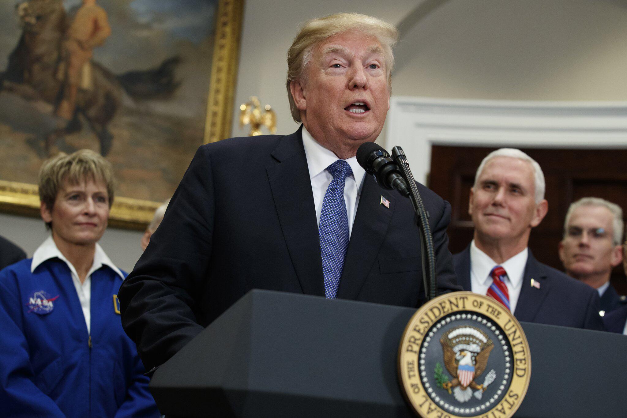 Bild zu US-Präsident Trump will Astronauten zu Mond und Mars schicken