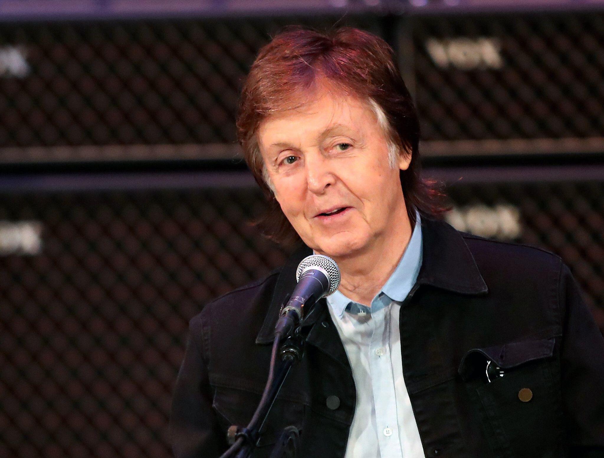 Bild zu Paul McCartney trauert um Beatles-Fotografin Astrid Kirchherr