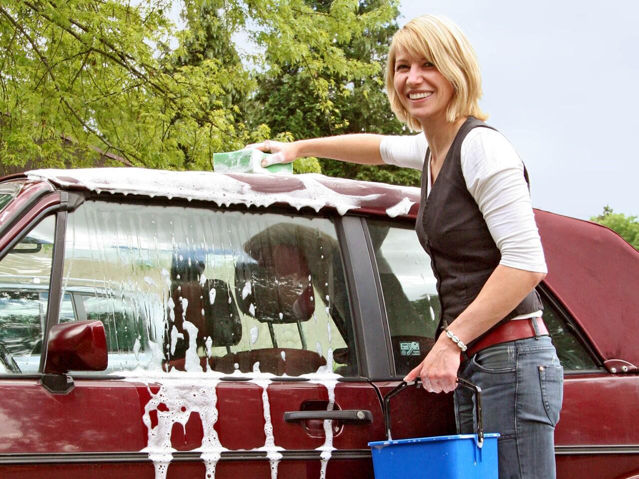 Bild zu Cabrioverdeck pflegen: Reinigung mindestens zweimal im Jahr