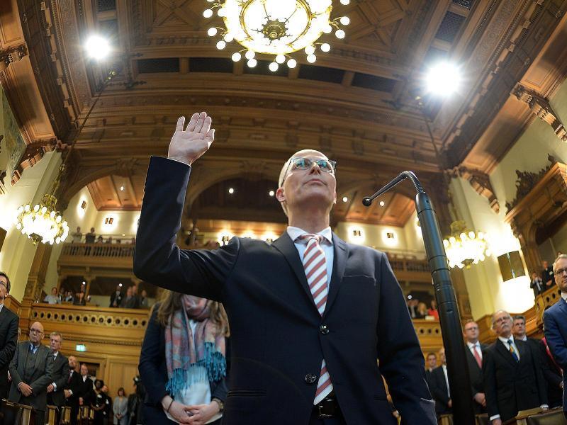Bild zu Tschentscher ist Hamburgs neuer Bürgermeister