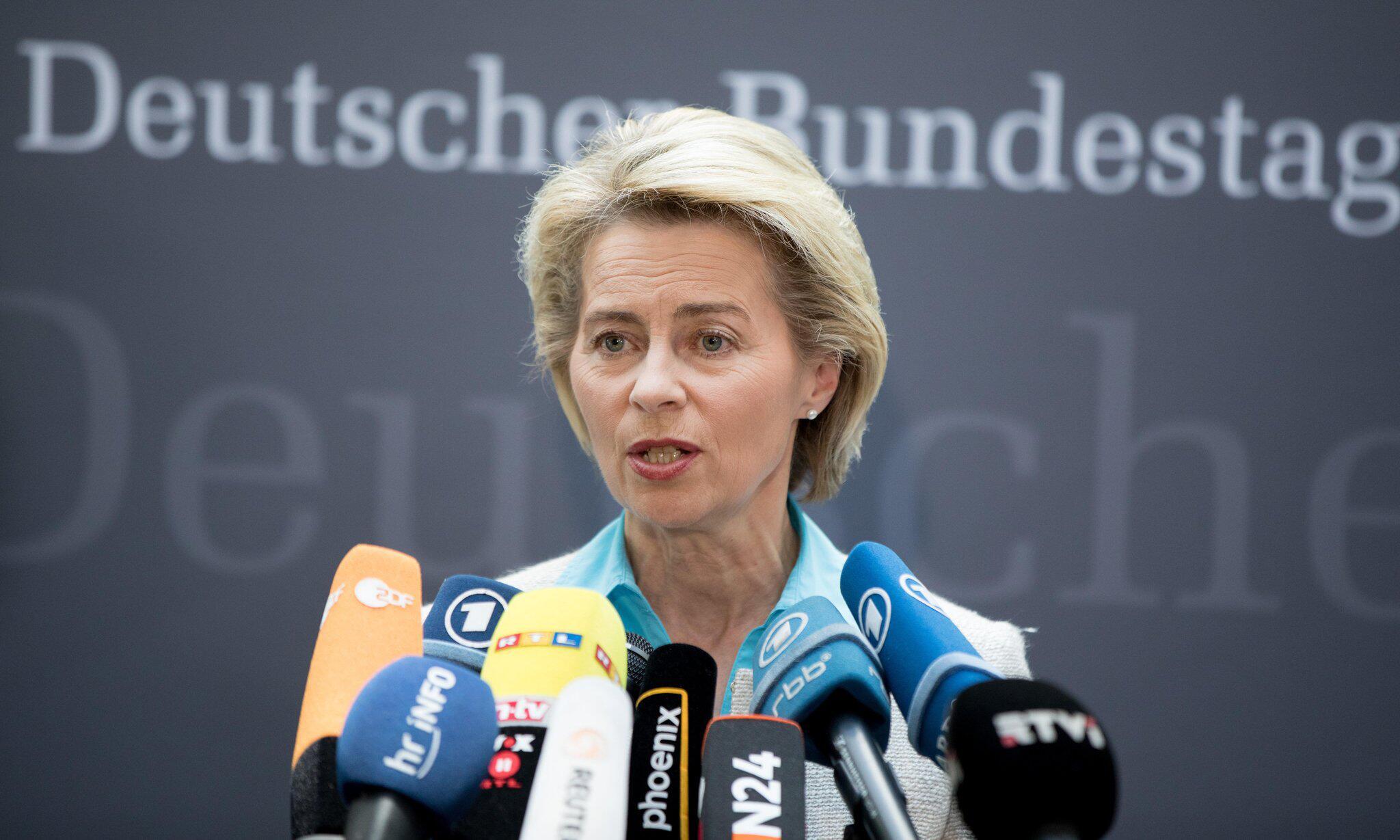 Bild zu Verteidigungsministerin von der Leyen