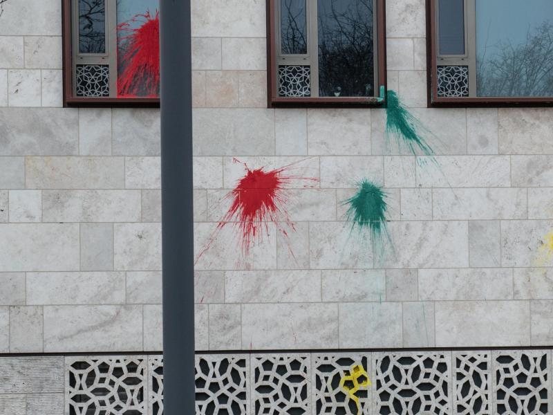 Bild zu Farbbeutel-Attacke auf türkische Botschaft