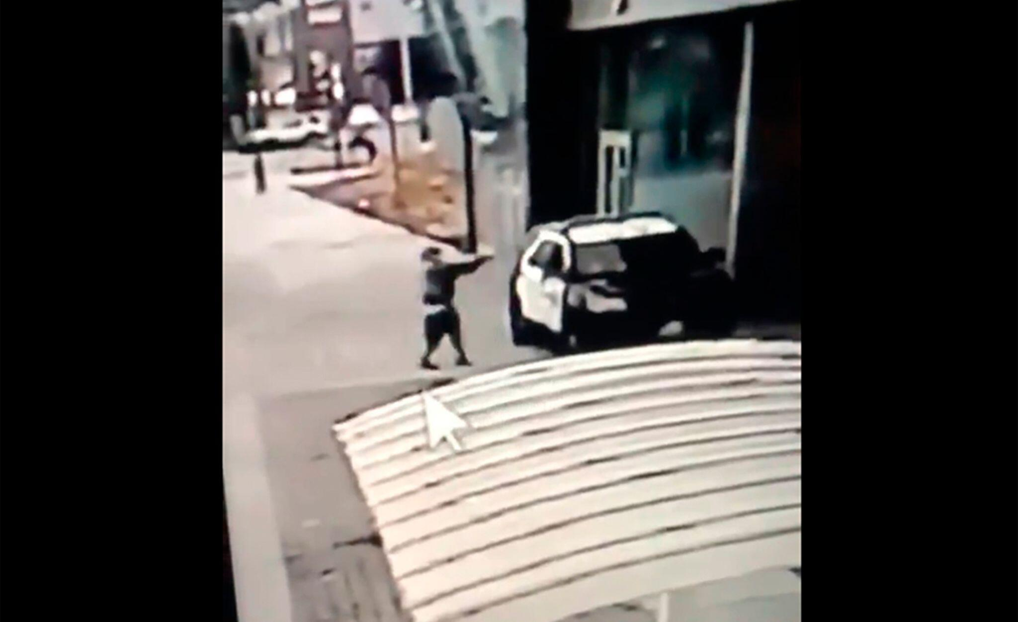Bild zu Unbekannter schießt auf zwei Polizisten in USA