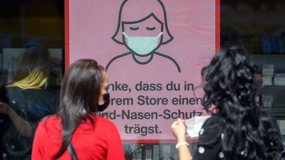 Coronavirus - Maskenpflicht beim Einkaufen in Dresden