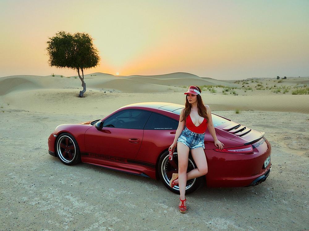 Bild zu Miss Tuning Kalender 2017: Julia Oemler bringt die Wüste Dubais zum Schwitzen