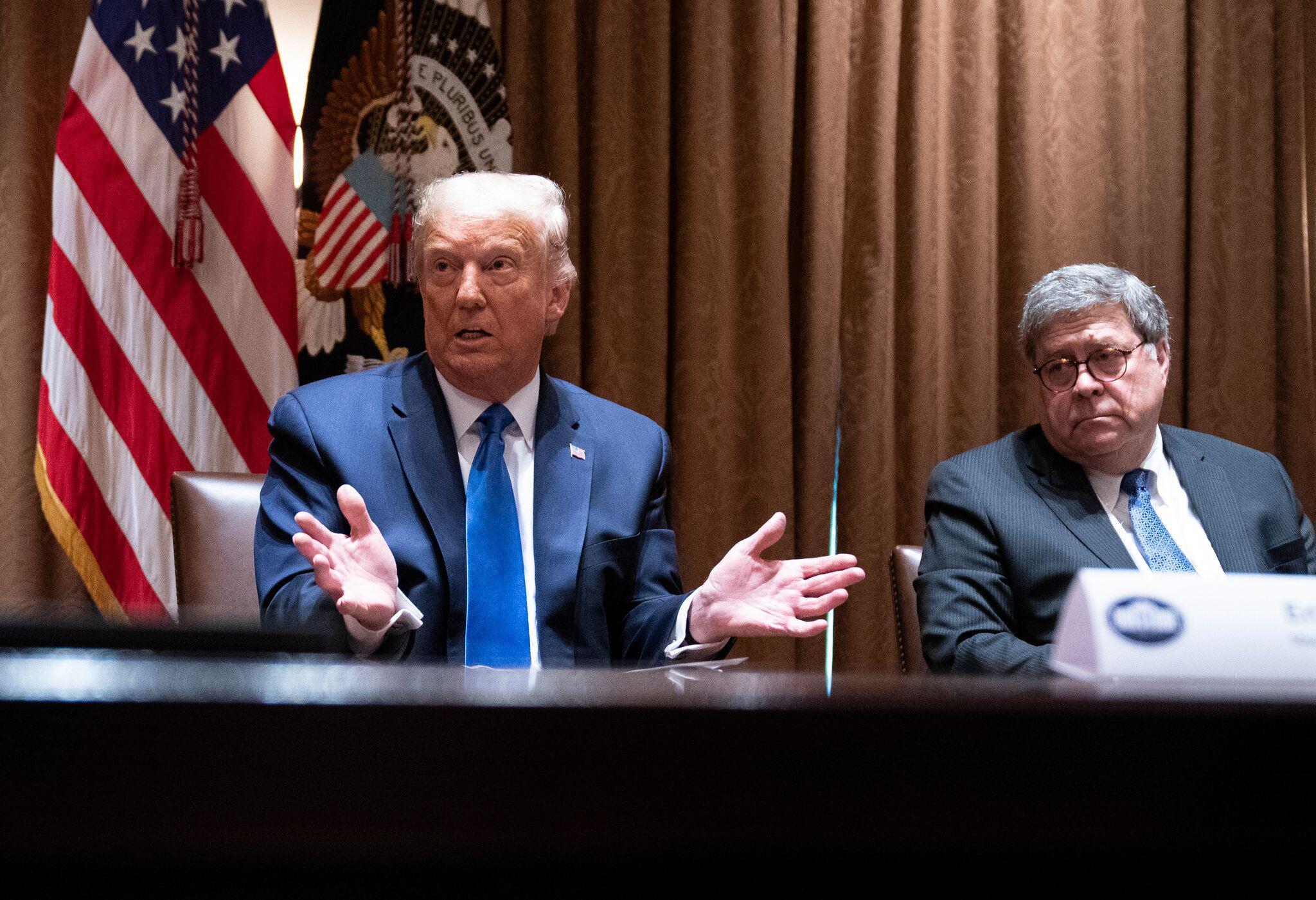 Bild zu US-Präsident Trump und US-Justizminister Barr