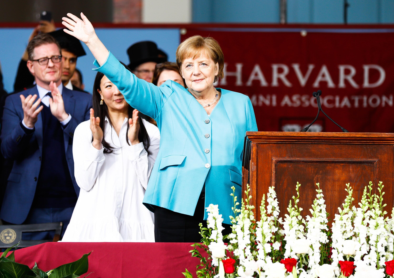Bild zu Angela Merkel, Harvard, Universität, USA, Rede, Winken, Gruß, Bundeskanzlerin, CDU