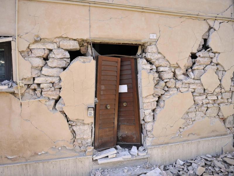 Bild zu Erdbeben-Schäden