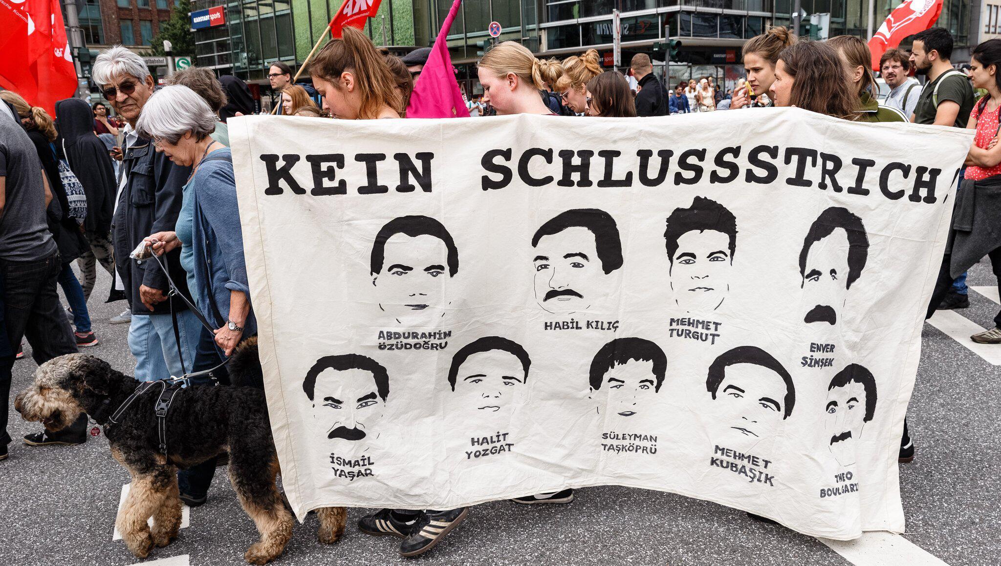 Bild zu Buendnis gegen Rechts protests for further clarification