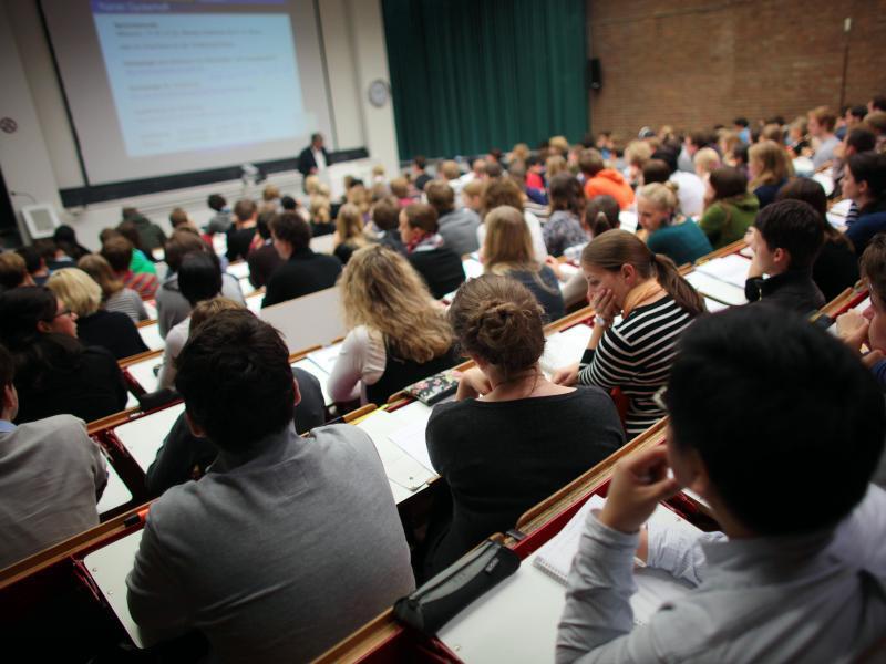 Bild zu Studierende in der Vorlesung