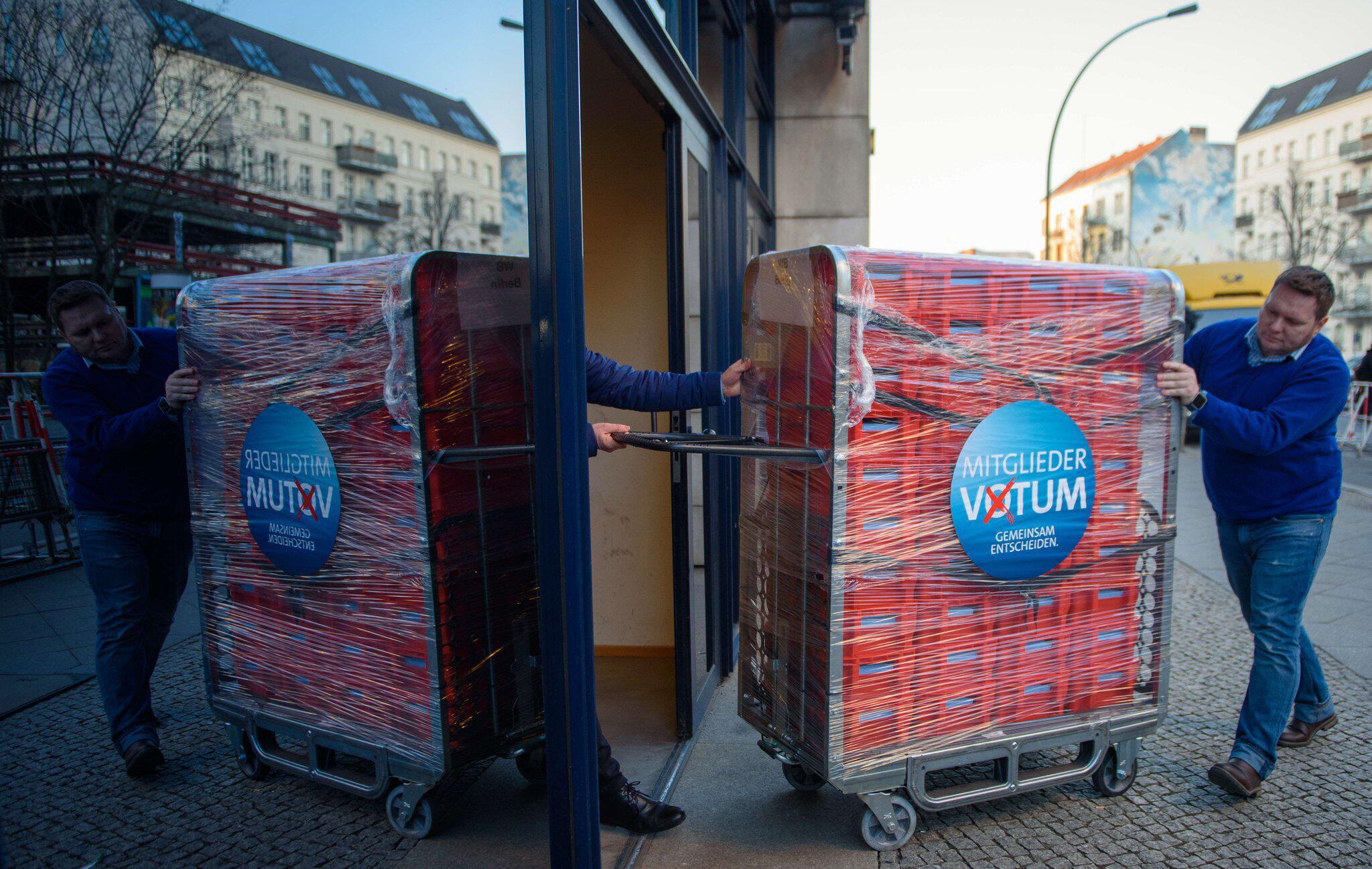 Bild zu SPD member's vote