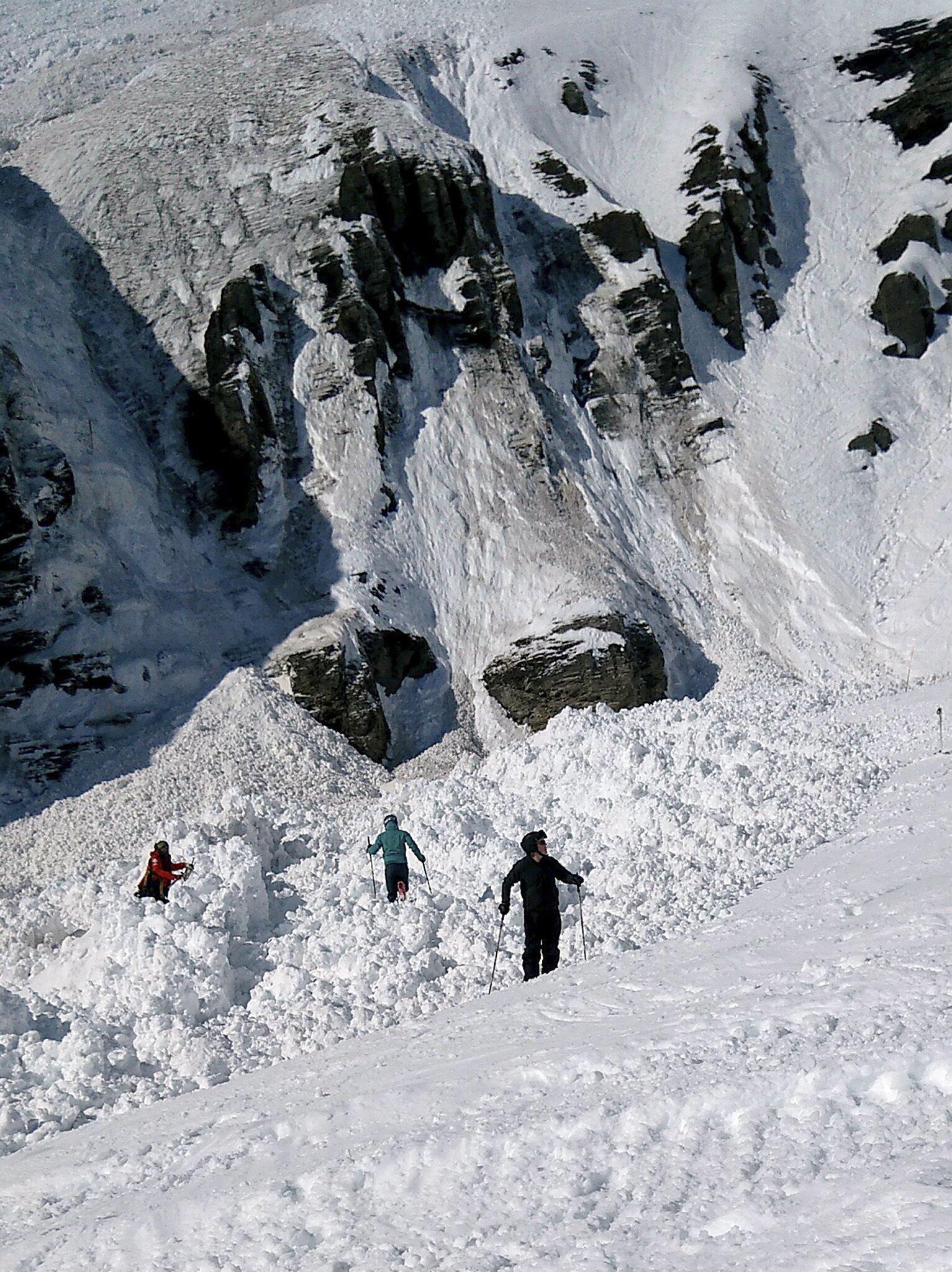 Bild zu Lawine verschüttet mehrere Menschen in der Schweiz