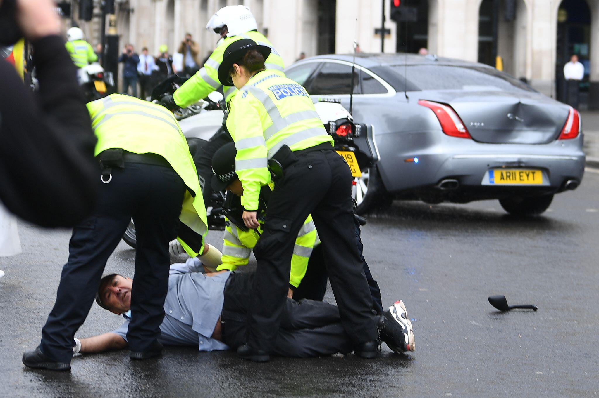 Bild zu Premierminister Johnsons Wagen in Unfall verwickelt