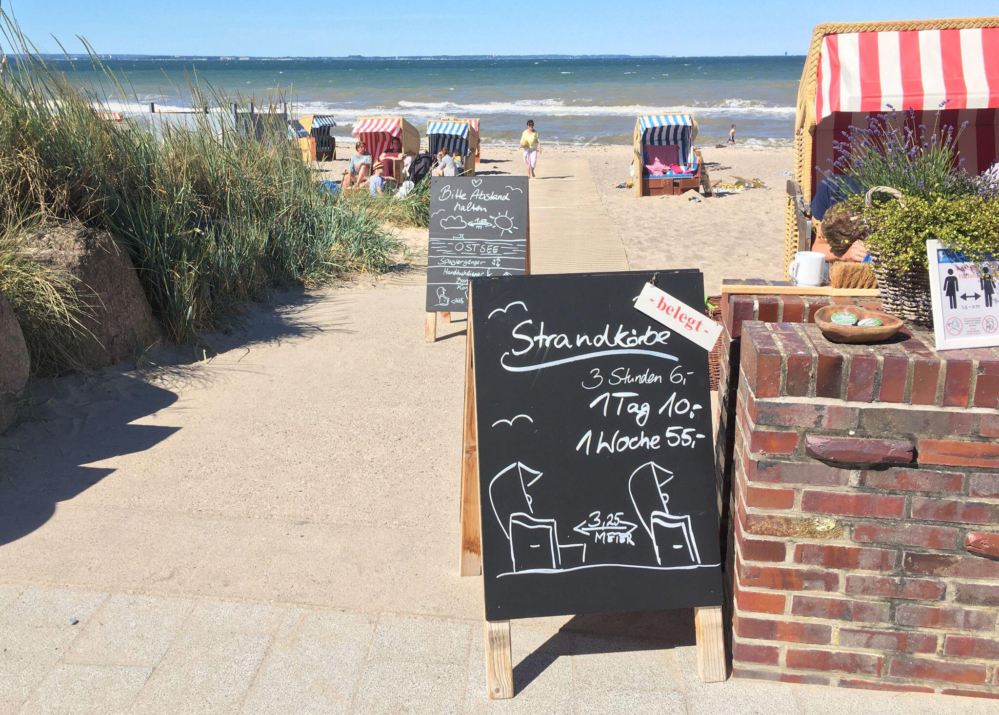 Bild zu Kaum mehr freie Strandkörbe an der Ostsee