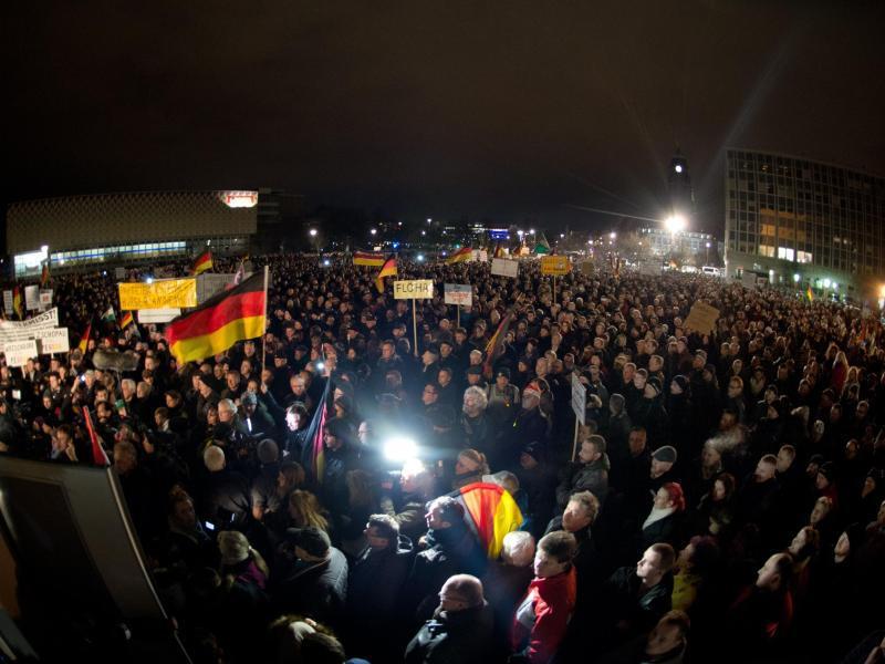 Bild zu «Pegida»-Demonstration in Dresden