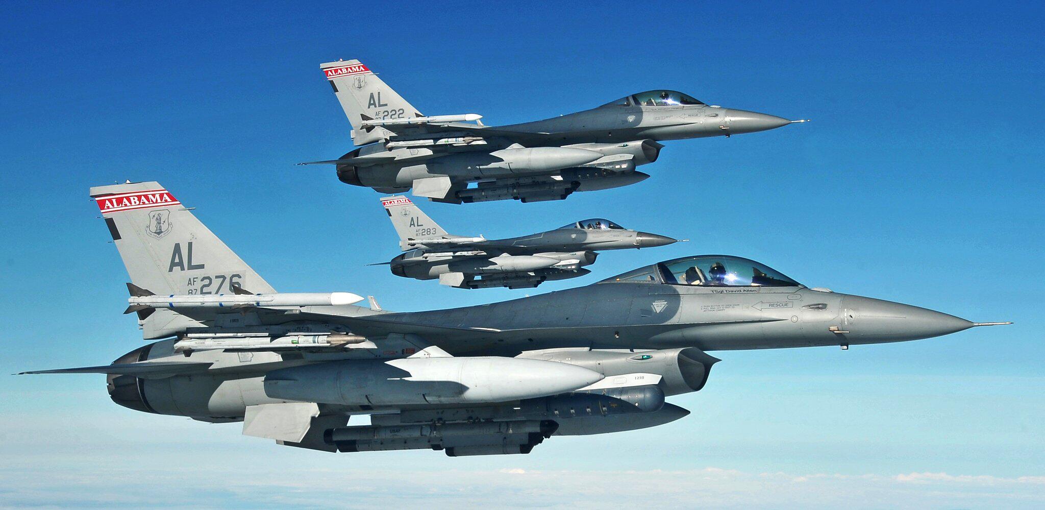Bild zu F-16 Kampfflugzeuge