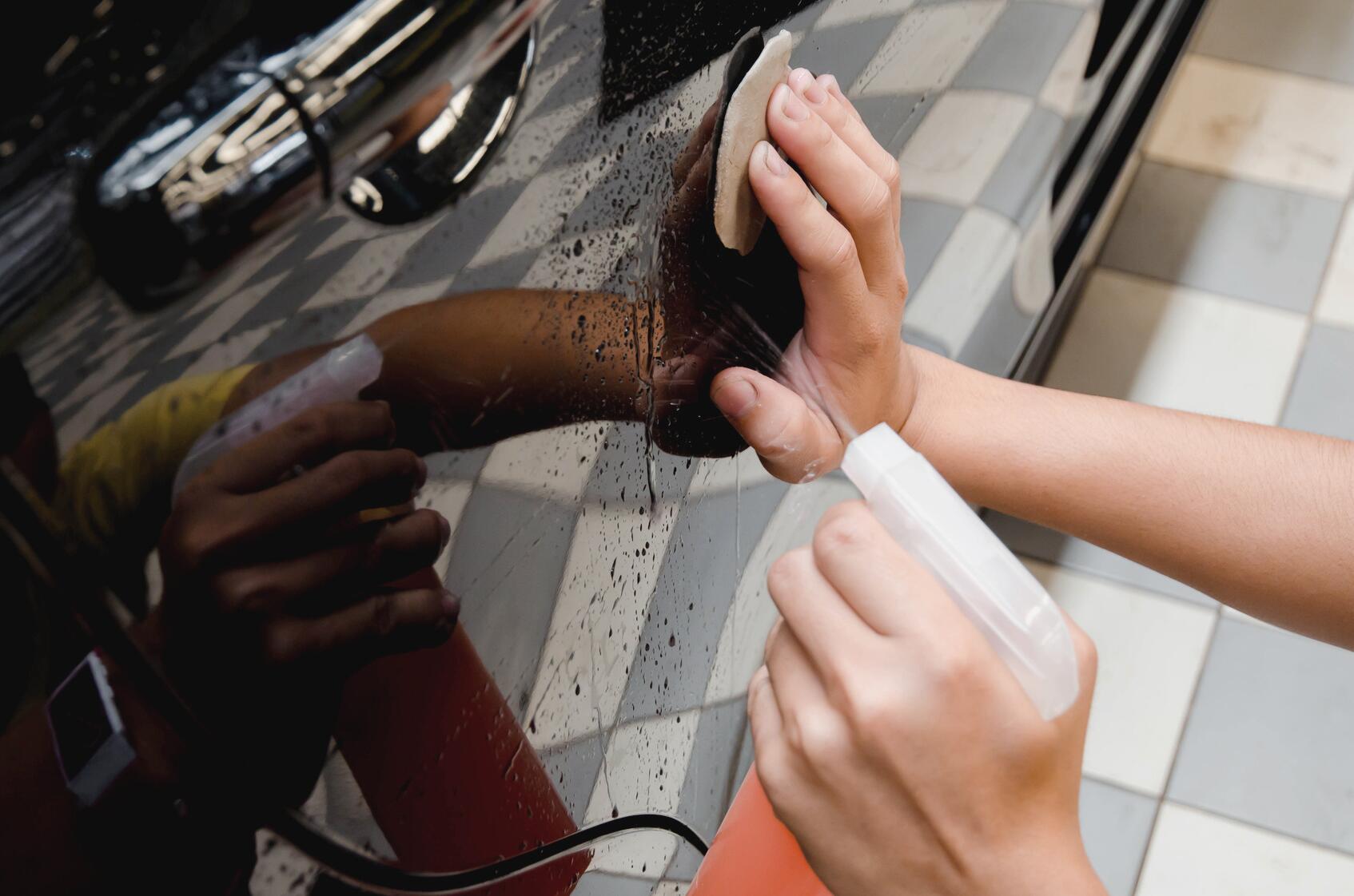 Bild zu Reinigungsknete: für lackierte Oberflächen, Glasscheiben und Felgen