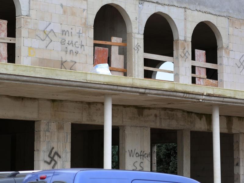 Bild zu Hakenkreuze am Moschee-Neubau
