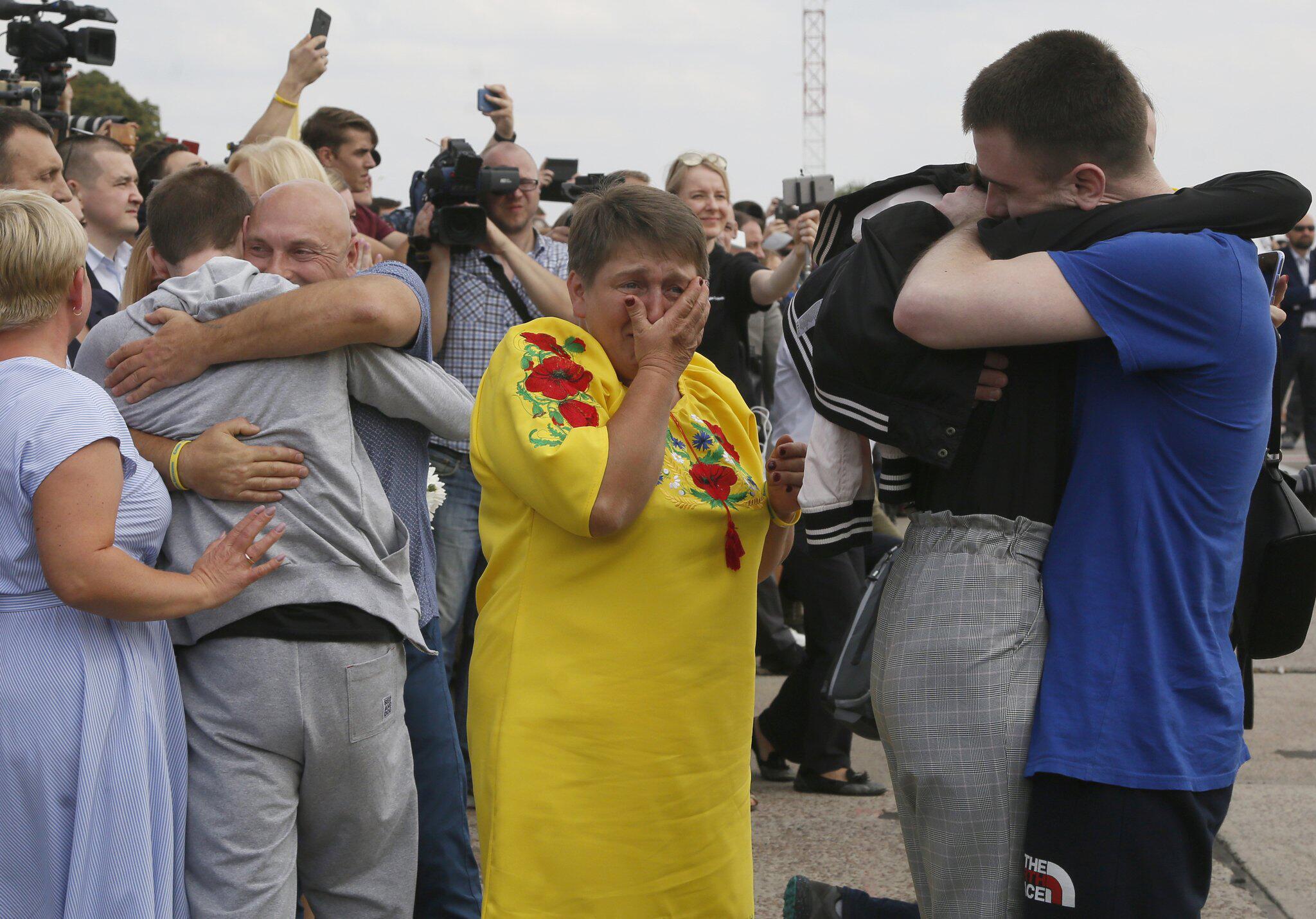 Bild zu Russland und Ukraine beginnen großen Gefangenenaustausch
