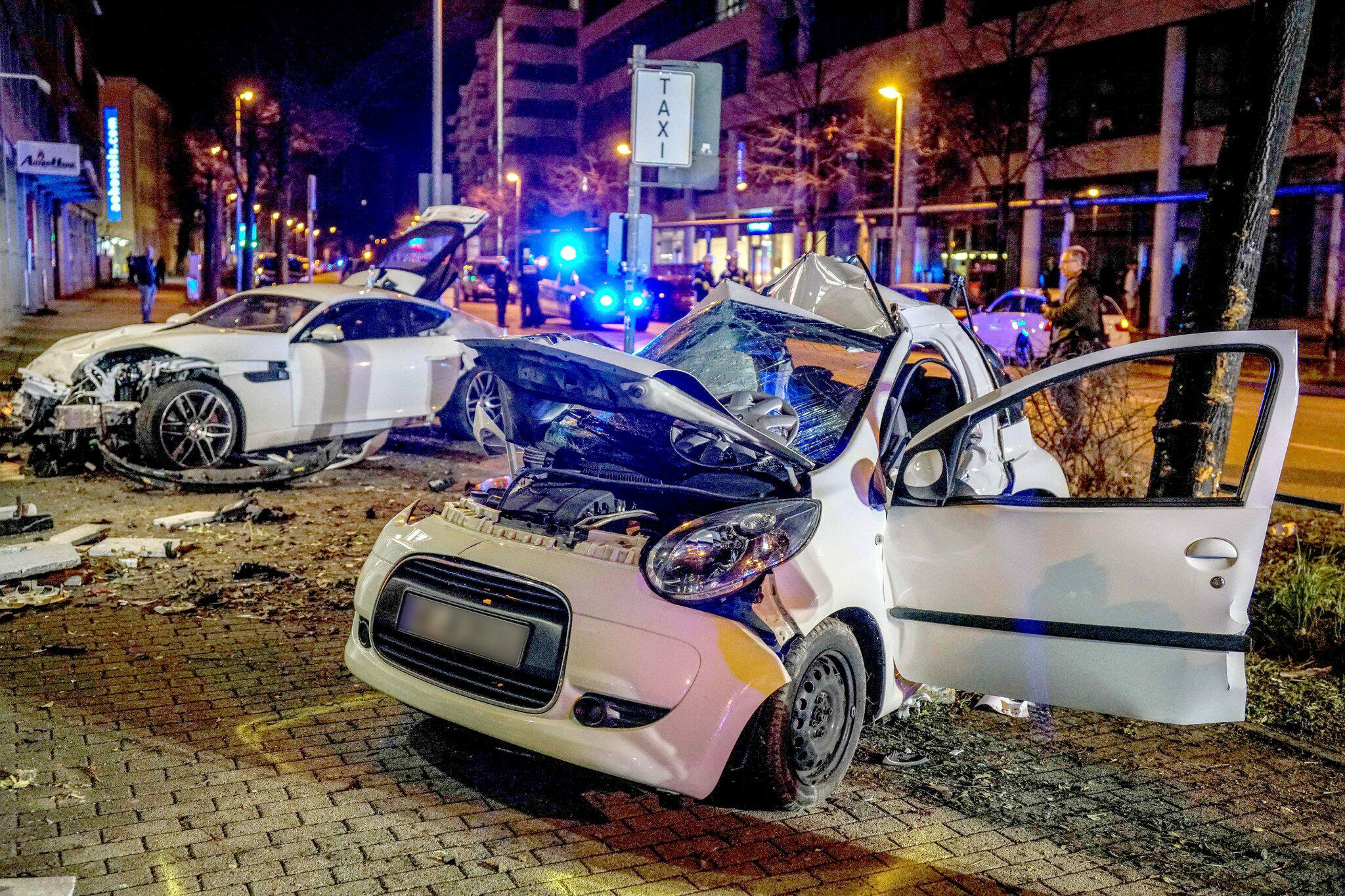 Bild zu Anklage wegen Mordes nach tödlichem Sportwagenunfall